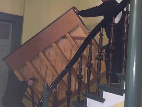 Klaviertransport Berlin - Sicher über die Treppen