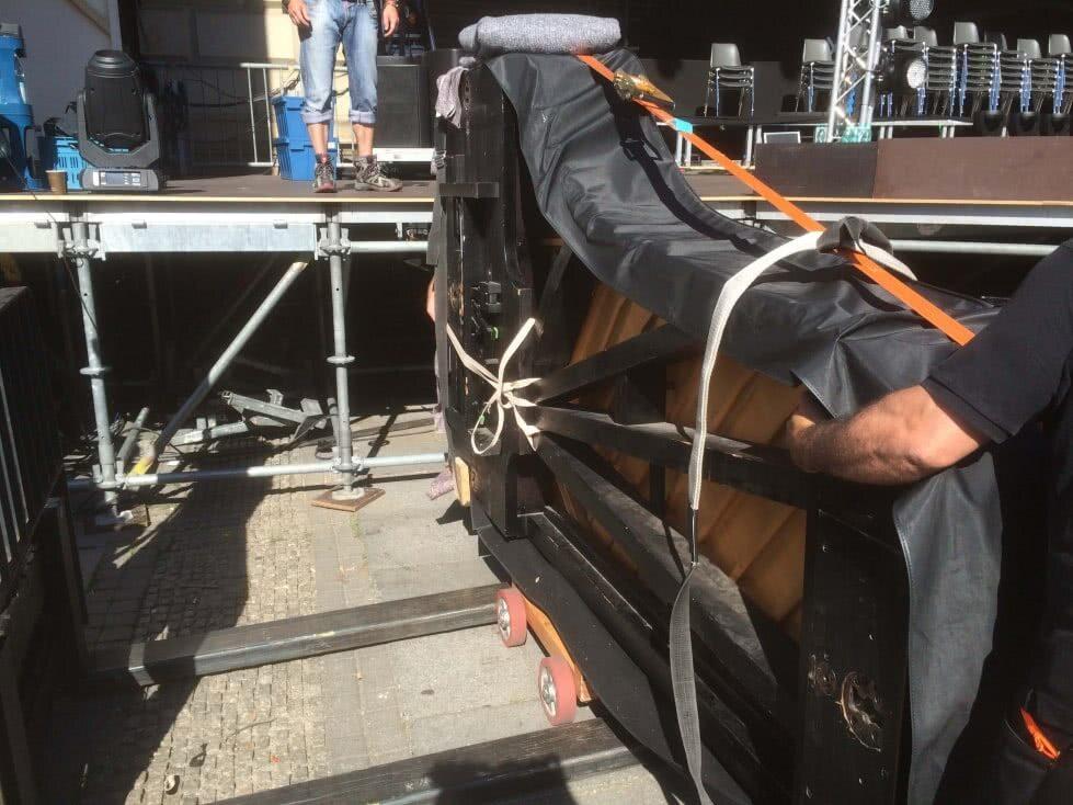 Flügeltransport und sicher auf der Bühne platzieren