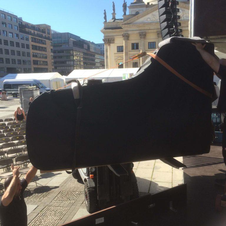 Flügeltransport zum Open-Air Konzert 2015
