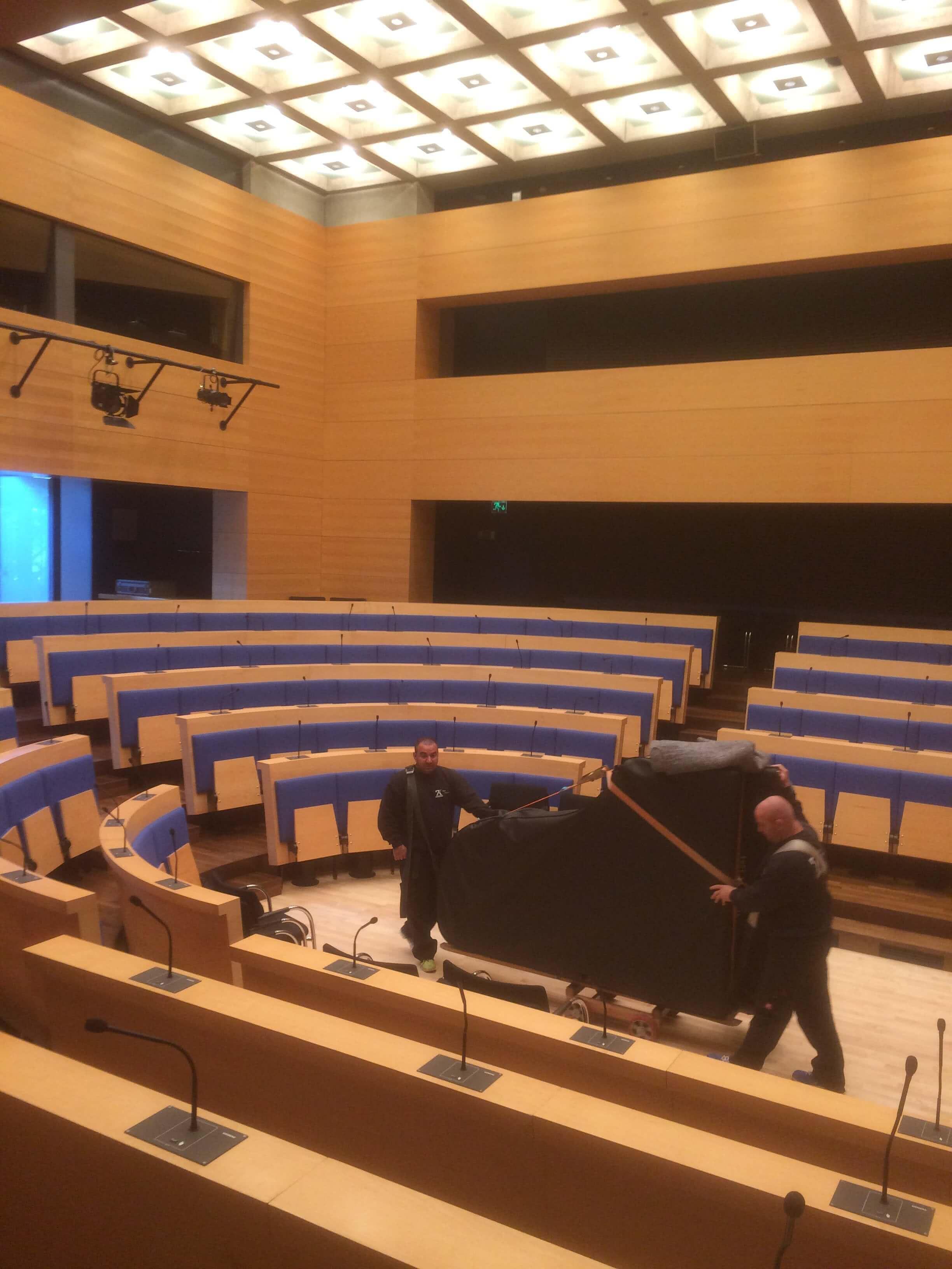 Transport von ZK Team - Korad Adenauer Stiftung