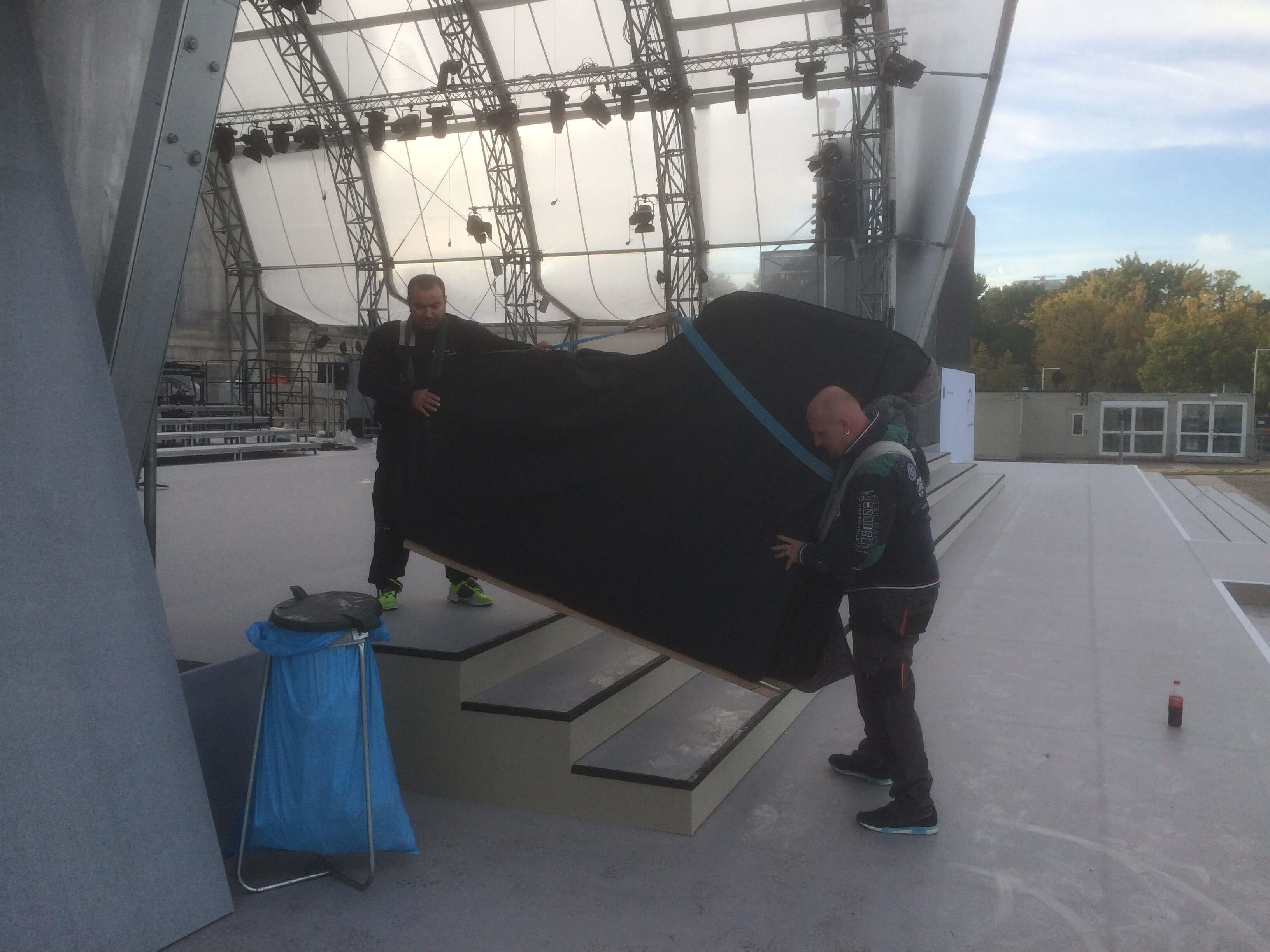 25 Jahre Deutsche Einheit - ZK Piano Transporte liefert Flügel