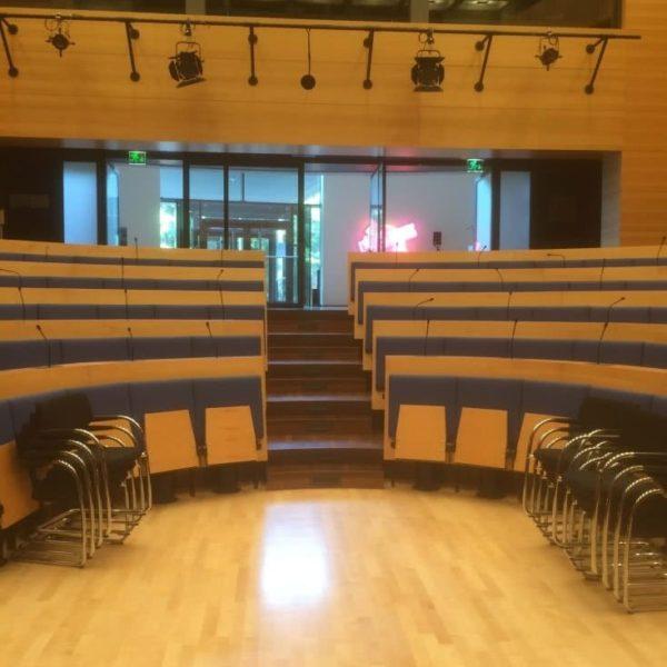 ZK Piano Transporte im Saal der Konrad Adenauer Stiftung während eines Flügeltransportes